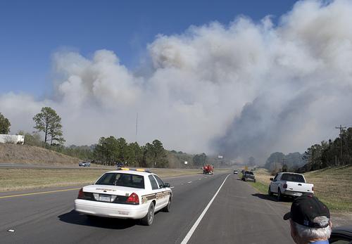 //cdn2.hubspot.net/hub/32387/file-13871076-jpg/images/social-media-helps-in-times-of-disaster-like-wildfires-in-texas.jpg