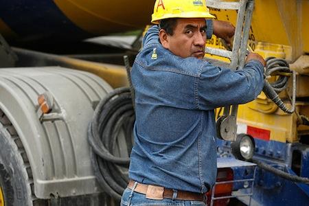 Teaching Social Media: 5 Tips to Get Tradesmen Involved