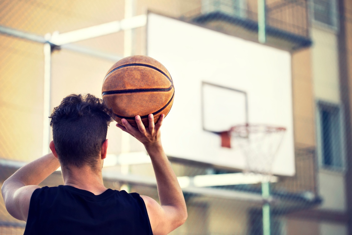 https://cdn2.hubspot.net/hubfs/32387/2017/Blog%20Images/Basketball-player-prepares-to-take-shot.jpg
