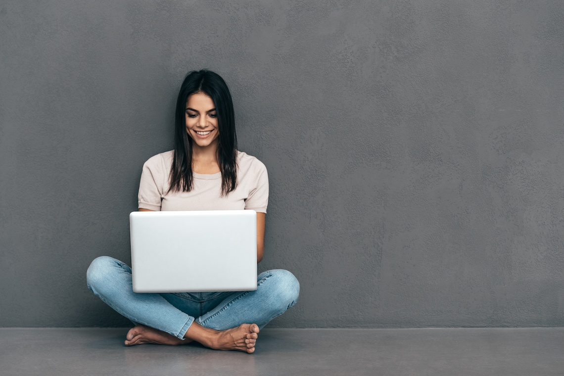 https://cdn2.hubspot.net/hubfs/32387/Woman-working-on-a-laptop.jpg