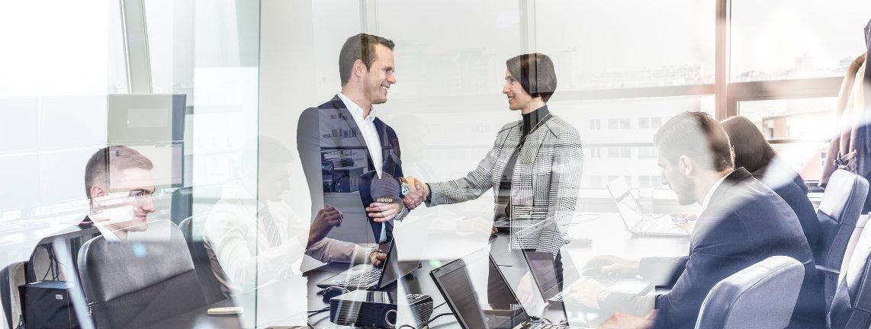 https://cdn2.hubspot.net/hubfs/32387/hubspot-roi-customers.jpg